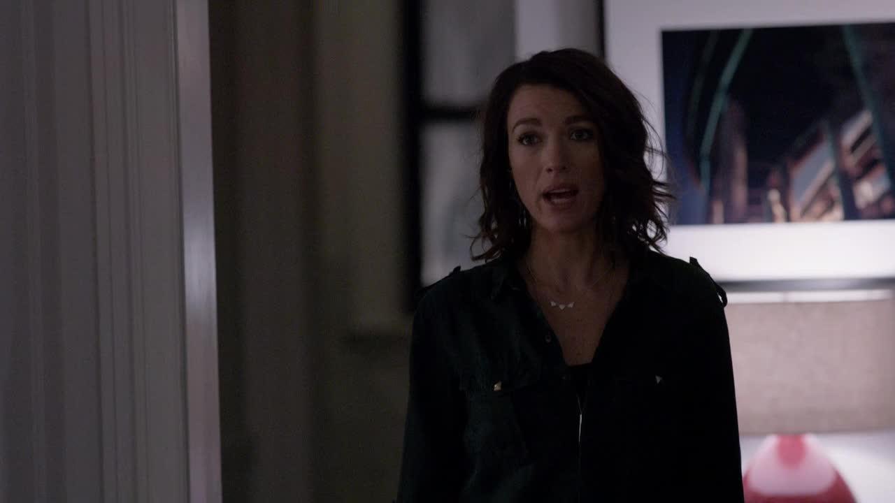 Je continue à penser que l'intrique sur Lily est meilleure que celle de Joe... J'ai aussi l'impression que Claire est revenue pour être la chieuse de service!!