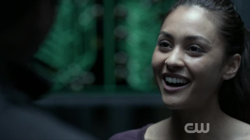 I LOVE THAT RAVEN SMILES NOW, BUT THE FACT THAT SHE SMILES BC OF THE CITY OF LIGHTS IS😒😒😒👿👿👿