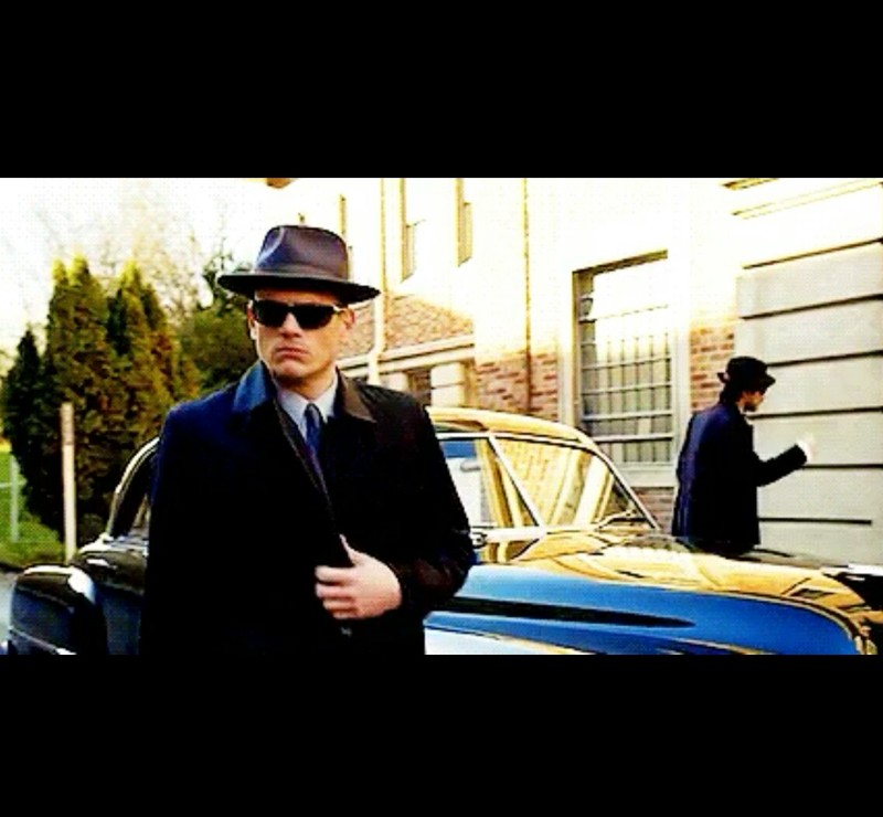 Sexy well-dressed Snart !  😍 I fall more and more in love with him, by each episode