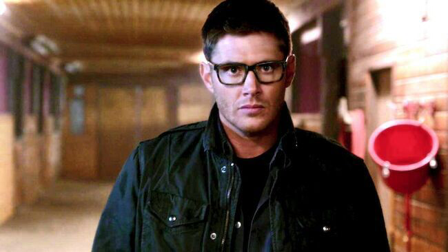Holy Shit Dean with glasses😍😍😍😍