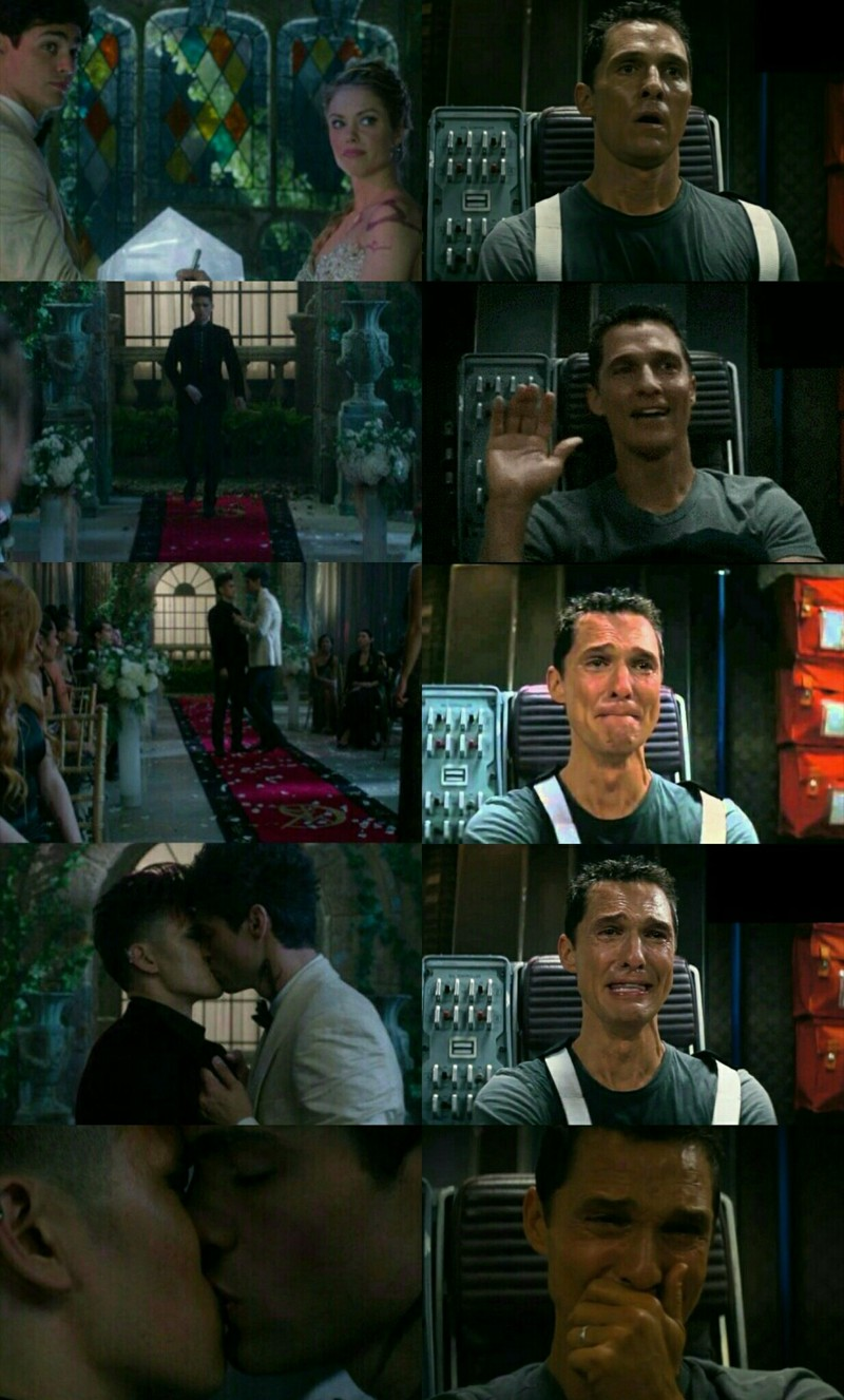 Me watching this scene... Malec finally the first kiss!!!