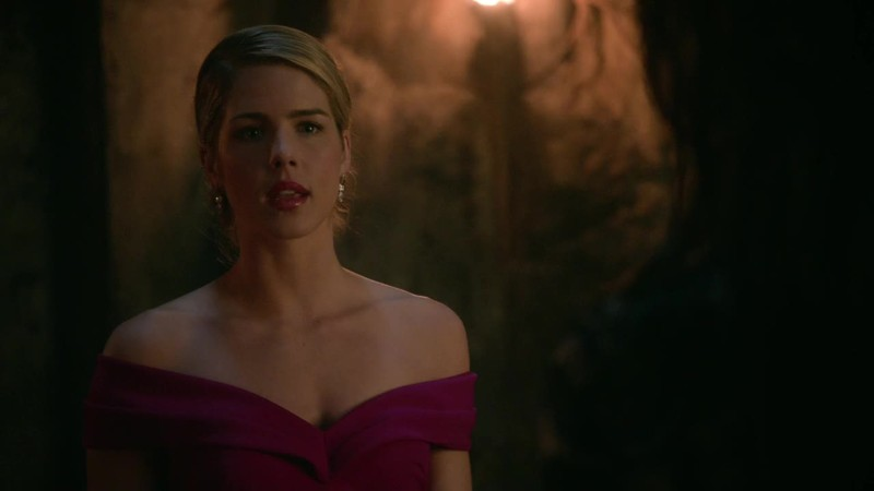 I thought that Felicity will use magic because if someone represents light it's her