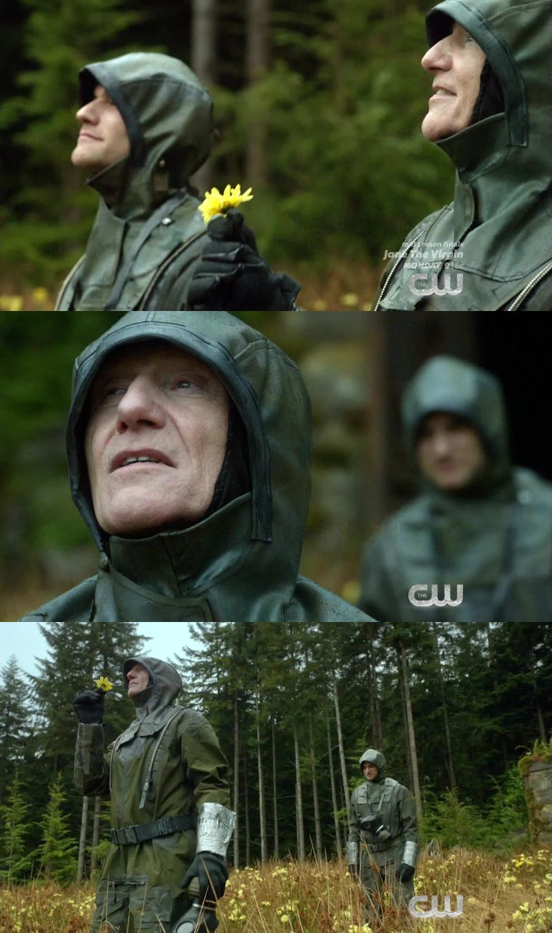 I seriously thought he was going to kill his father in this scene... This show is so intense and I love it.