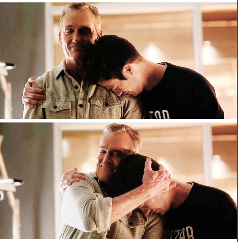 Can I huggg him too?! 😭😍