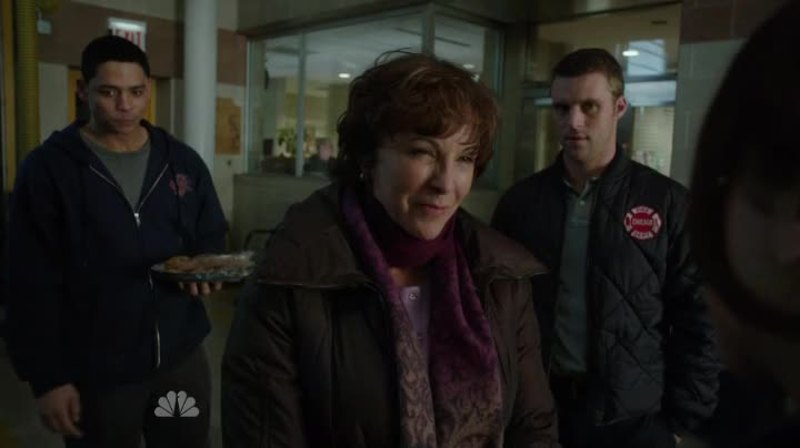 Sorry but I really do not like Matt's mom, she's clearly headed for trouble, her marriage was clearly an abusive one and she could be about to repeat a pattern.  Feel sorry for him that he's opened his home to her and now she's treating him like that.  As for the moment in the firehouse with Gabriella, Peter and Matt that was awkward.