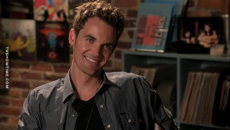 I LOVE Chris Keller!!! He makes me smile everytime