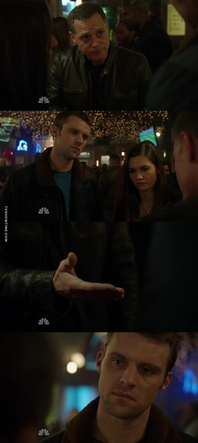 Non mais quel épisode  Le retour de Voight!!!!!!!! J'ai bien aimé la fin de l'épisode quand Voight veut serré la main de Casey et qu'il voit.