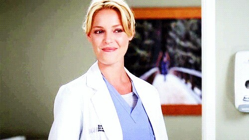 I won't accept her death! She's the best character in the serie, she's smart, beautiful and funny. She doesn't deserve this. Stay strong beautiful Izzie 😭💘