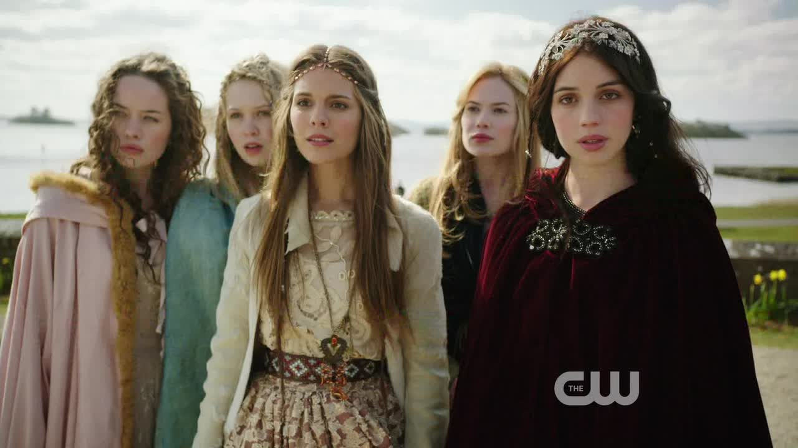 Pretty little liars in historical costumes