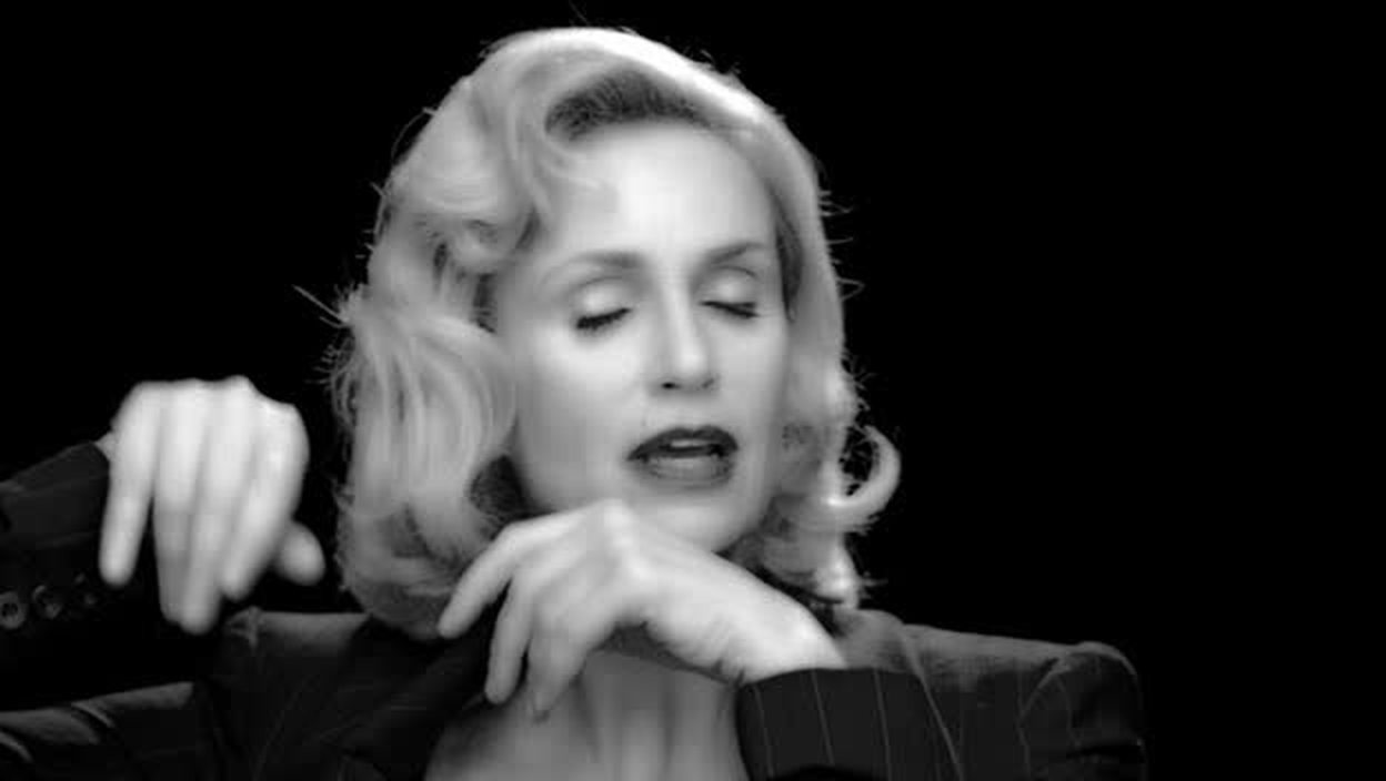 SHE LOOKS LIKE JESSICA LANGE IN THIS PIC