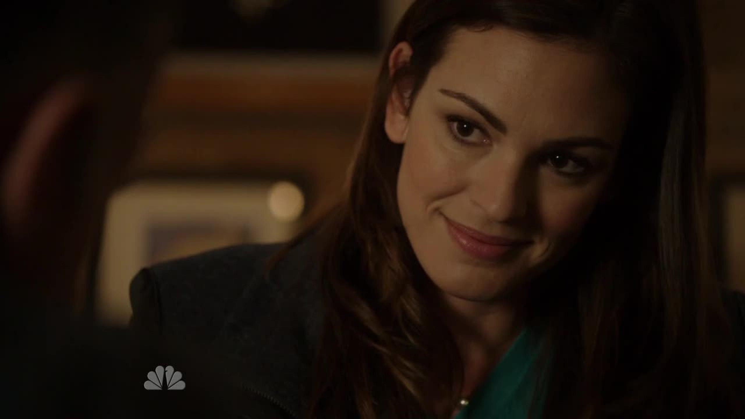 Quando a Jones começa a ficar menos insuportável..... ela se mata :(