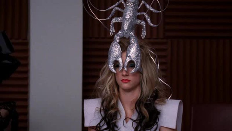 her face makes me laugh so much and that lobster is not helping