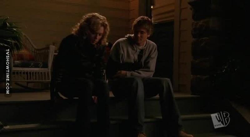 Rester ensemble c'est très bien comme ça ! Aussi chiant l'un que l'autre, Brooke mérite laaaaargement mieux, que ce soit en amitiés ou en amour.
