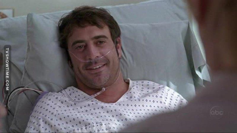 Daí que você está maratonando Grey's Anatomy com sua esposa e dá de cara com esse cara