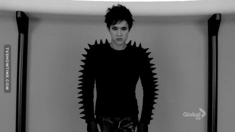 Mike, ha anticipato la sua parte di Magnus  ( shadowhunters ).