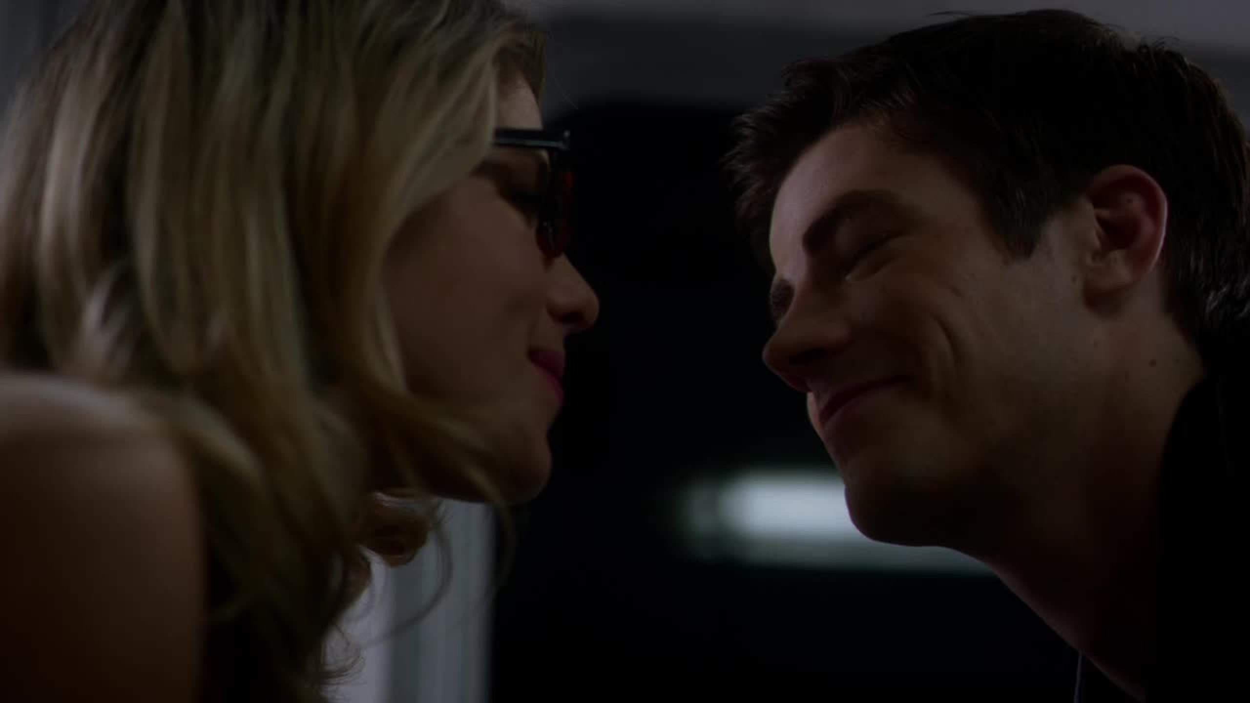 Let's admit it, they're super cute together! And I simply adored this scene because they recognized to be perfect for each other, but they can't help it,  Barry loves Iris and Felicity loves Oliver. Anyway I like the fact that despite everything he kissed her!  Incredible episode as always, this show keep on getting better and better!
