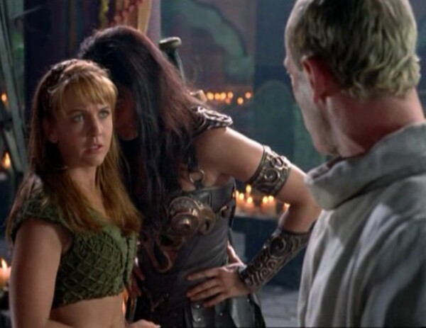 I love this little thing that Xena does getting close to Gabrielle. It's so cute