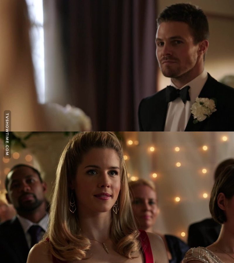 Omg when he looked at her just to see her smile.. OLICITYY ❤️❤️❤️