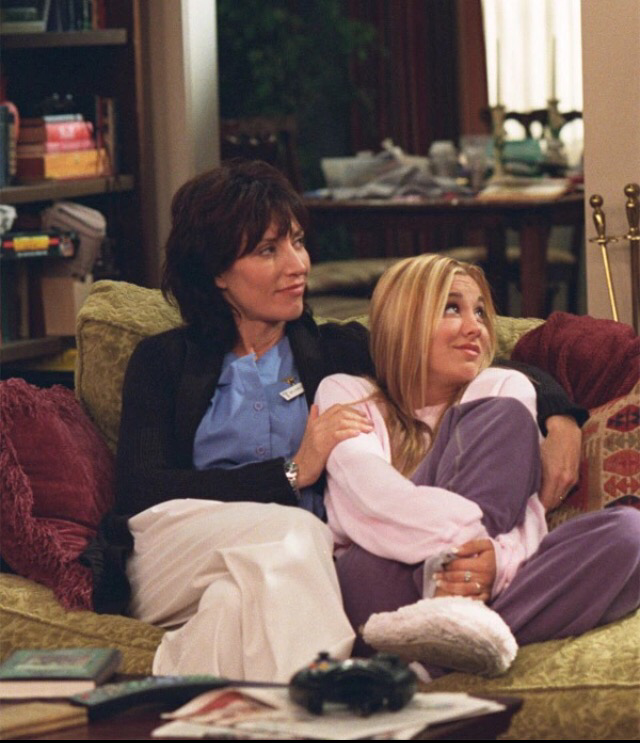 THAT MADE ME SO HAPPY WHEN I SAW THAT KATEY SAGAL GOT TO PLAY KALEY'S MOM AGAIN !! JUST LIKE OLD TIMES IN 8 SIMPLE RULES ❤️😭