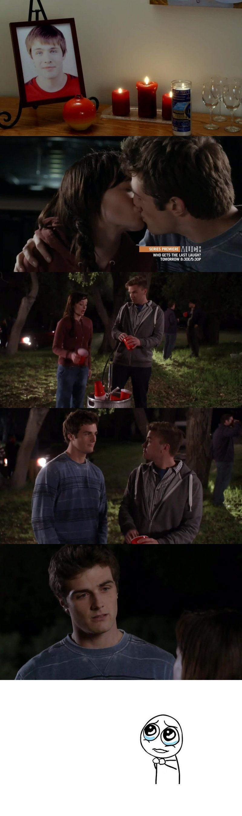 C'est vraiment triste que Ricky soit mort ... Mais l'histoire de Jenna enceinte franchement c'est une succession de bêtises ... Mes sa serait tellement bien que sa soit vrai... Maths à eu tord de réagir comme ca ...