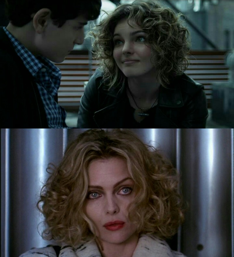 Selina Kyle (Camren Bicondova) in Gotham looks like Selina kyle (Michelle Pfeiffer) in Batman Returns (hair is very similar).