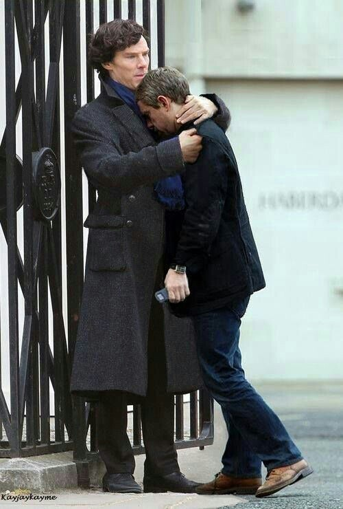 Benedict comforts Martin after shooting the fall scene ❤❤❤❤