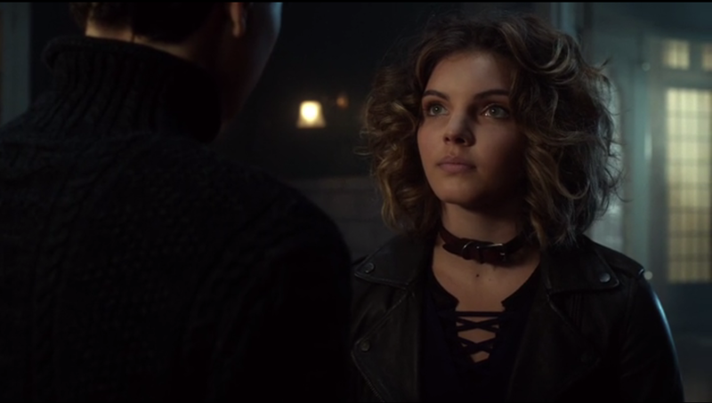 Seeing Bruce and Selina together in a scene always brings a smile to my face. They are such a cute couple.