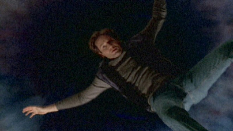 Every time I see Mulder falling at the end of the intro, I try to grab him and bring him back to the show 😢😭