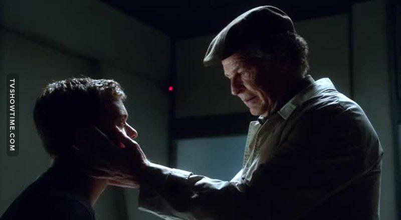 """""""Cercai di aiutare un bambino, un'altra versione di mio figlio, venticinque anni fa. Ma ora capisco: quel bambino non era mio figlio e neanche tu.""""  Piango😭😭"""