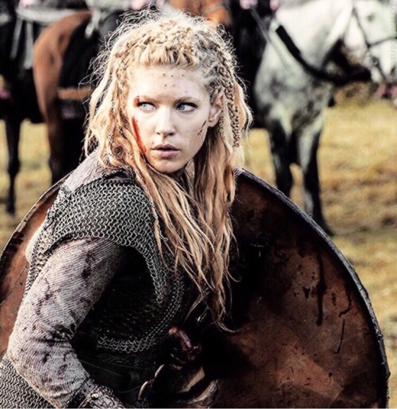 How can Ragnar choose a whore over this queen?
