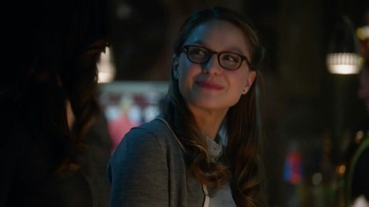 """Kara is like: """"So you're the one who broke alex's heart??  Do you know that i have super strength??"""""""