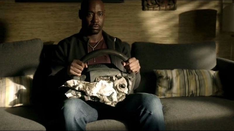 Are we all just going to ignore the fact that Amenadiel just sat there with a friggin' steering wheel in his lap?? XD