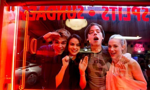 """A blond girl a ravened hair girl and the luckyest redhair boy in the world "" Jughead Jones love you 💖  My favorites in one picture 💞💞"