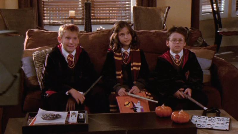 Greate halloween episode!.... Chuck is a awfull kid, how Jamie is his friend yet?! Mouth have to decide what he wants!... And Clay is doing the best for Quinn! .... I knew it that Julian´s mother will want to do the wedding on her way! and now that she´s paying...  And the best costume goes to..........