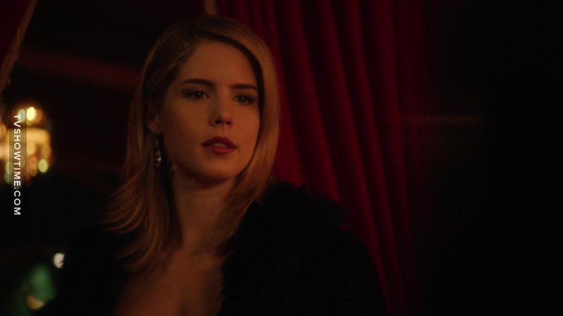 I don't know about you guys but I LIKE this bad ass Felicity