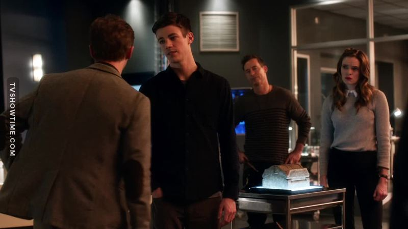 """""""You guys can count me out, because I didn't bring an endless supply of boxers to this planet"""" 😂😂😂 HR being scared of Savitar was an amazing thing"""