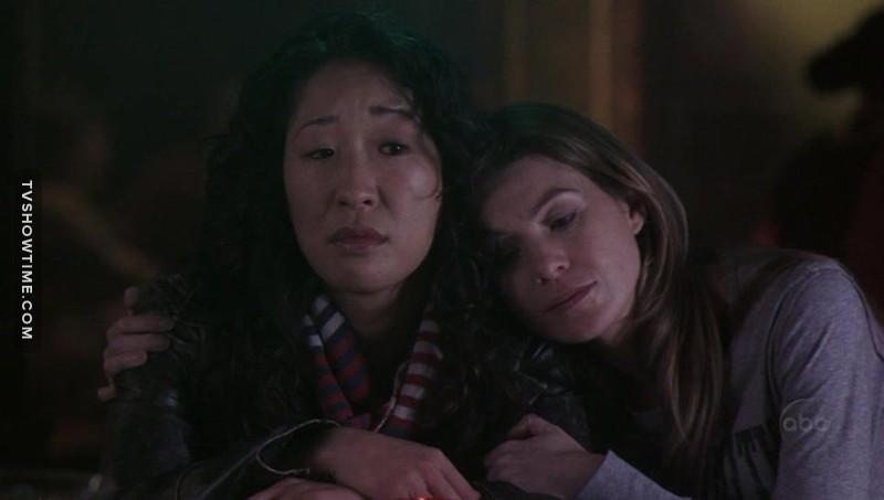 """""""Mi ha mollato..... mi stai abbracciando!"""" """"Chiudi il becco. Sono la tua persona"""" #Meredith&Cristina"""