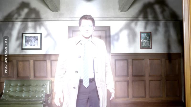 HIS WINGS. LOOK AT HIS WINGS.  Seems like a bird who lost his feathers fighting. Poor Cas.. at least he's back