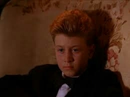 """When I saw this episode I thought: """"Fucking David Lynch, he put a tiny version of himself in the magic kid scene"""". In fact, is his real son 😂😂"""