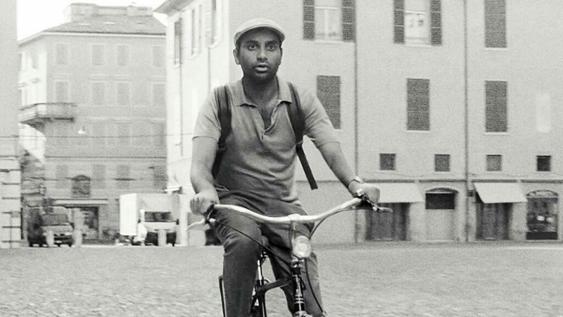 "The entire episode is a great homage to Italian Neo -realism, especially to Vittorio De Sica's ""Bicycle Thieves"" (Ladri di Biciclette), showing a modern revisitation of it. This show is getting better and better!"