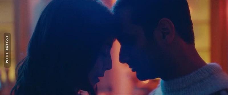 """""""E di notte,   E di notte,   Per non sentirti solo  Ricorderai   I tuoi giorni felici  Ricorderai   Tutti quanti i miei baci   E capirai   In un solo momento  Cosa vuol dire   Un anno d'amore.   E capirai   In un solo momento  Cosa vuol dire   Un anno d'amore.""""  😍"""