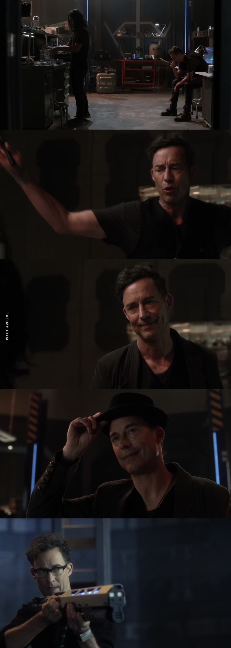 A moment to appreciate Tom's acting of earth 19 and earth 2 Wells as well.....the range of expressions