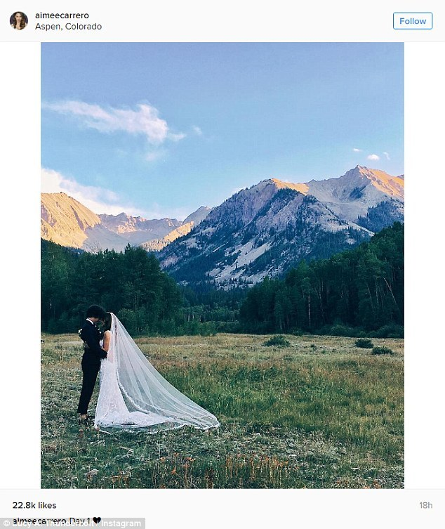 In this show Sofia says that her dream wedding would be in Aspen... and in real life the actress married... in ASPEN !  So cute !