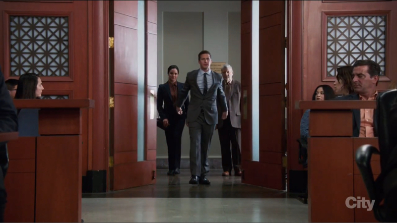 I can't believe What happened to Jake And Rosa!!! I am so hyped for season 5 now!! This is my favourite scene,Jake was such a badass!!!!