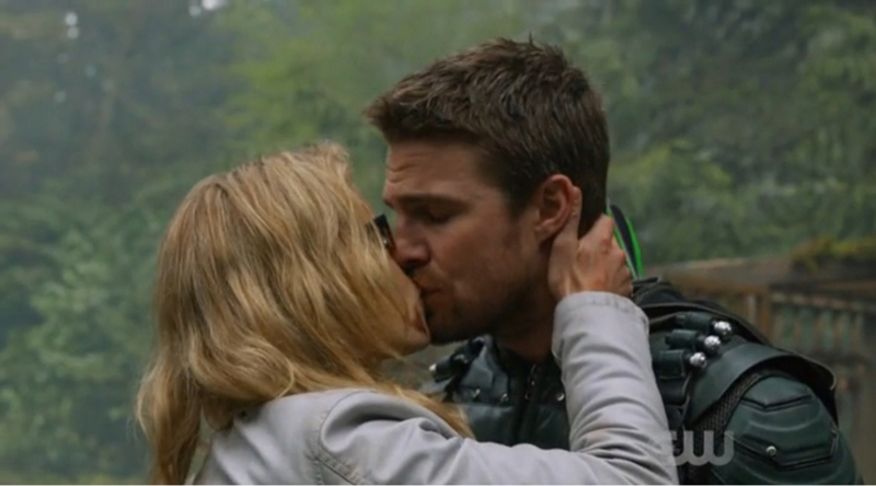 I just loved this moment... sorry if I'm the only Olicity fan here 😂😍 And the entire episode as well, how I am going to wait for a few months before knowing what happened...