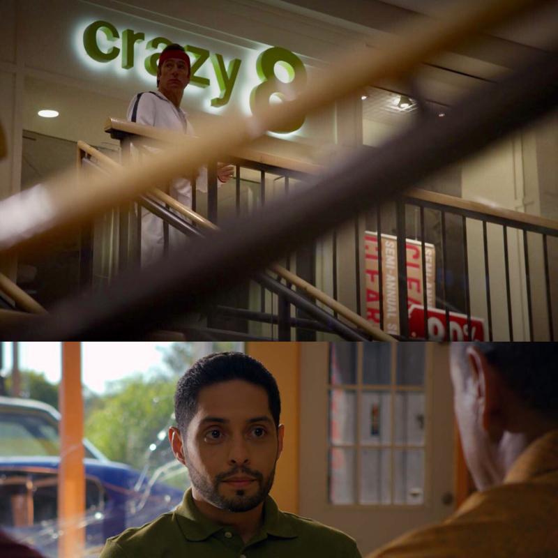 Avete notato che il negozio si chiama Crazy8, come lo spacciatore cugino di Emilio? Vince, a me questi riferimenti non possono sfuggirmi! 😂