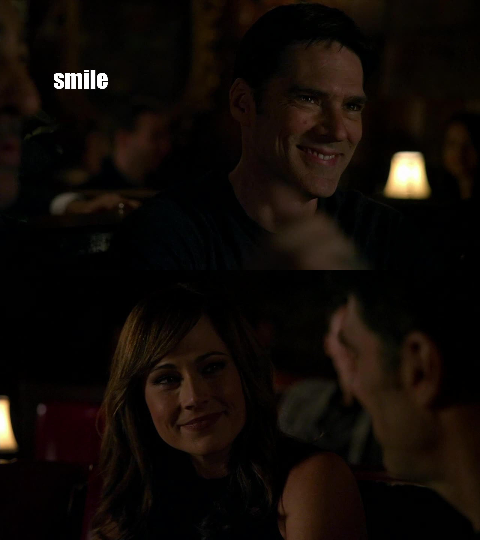 Un sourire sur la tête de Aaron Hotchner  ?? c'est rare de sa part :) enfin !!