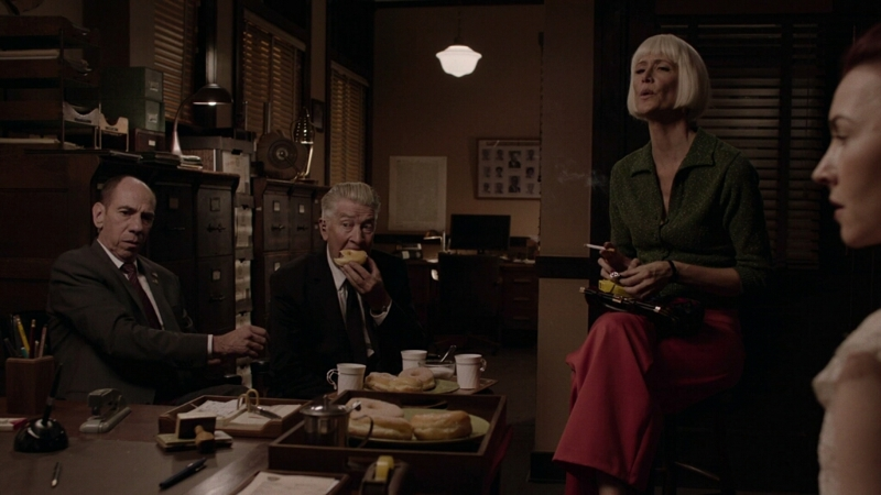 Pretty sure this scene where David Lynch eats a donut is Twin Peaks' most important scene.