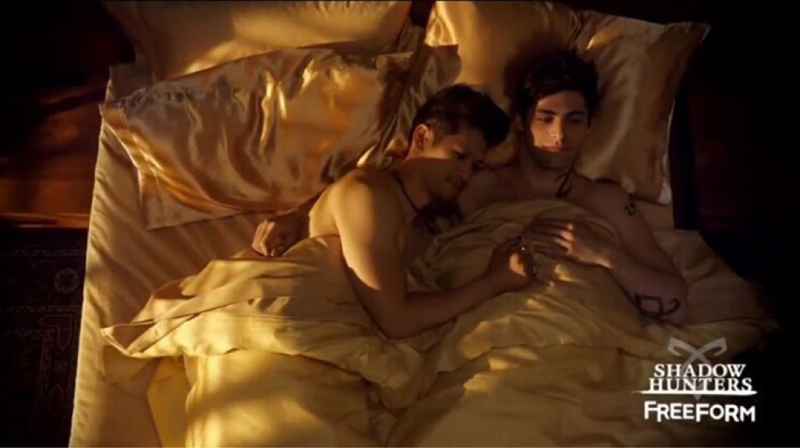 MALEC IN THE NEXT EPISODE CAN SOMEONE CALL 911