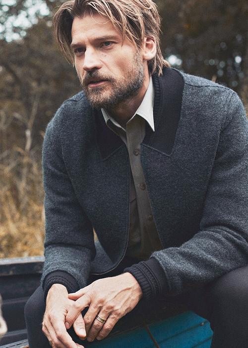 Ho odiato Jaime per un bel po' anche se adesso lo apprezzo molto di più,ma io volevo soffermarmi sulla bellezza dell'attore